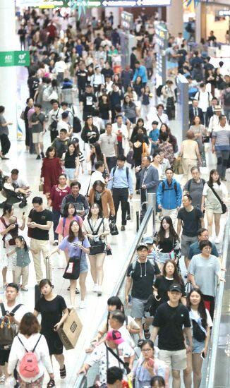 인천공항 2터미널 개장 200일..누적 국제여객 1천만명 돌파