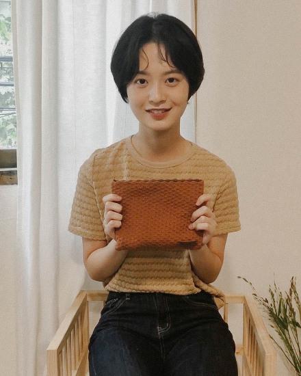 #얼루어_언니들의파우치 모델 박경민