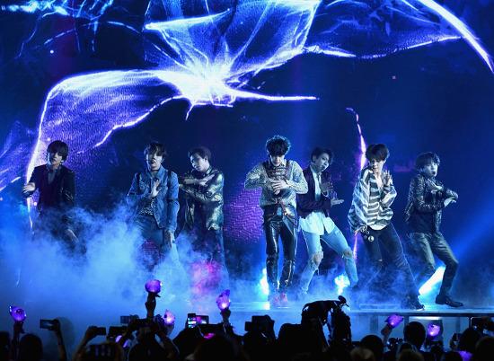 [김경의 트렌드 vs 클래식] BTS, 우리 시대의 비틀스(BeaTleS)