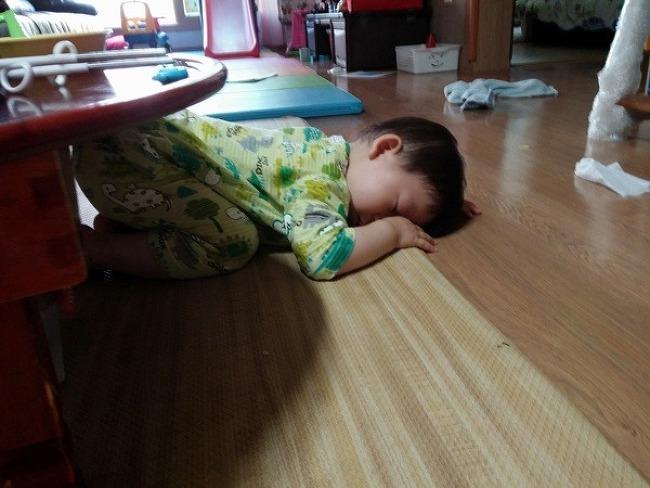 3살 아들... 아침형 인간의 최후.....