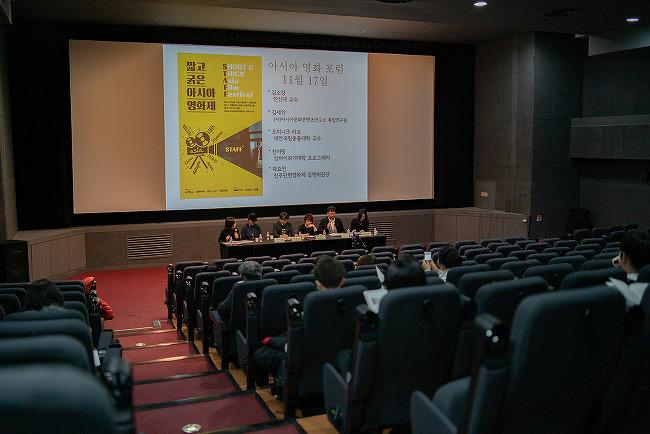 """""""영화는 가능성을 제시할 수 있어야 한다""""  - '가족의 아시아' 섹션 상영 후 우샤오펑, 홍의정 시네토크"""