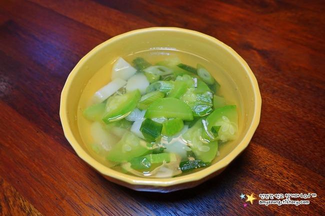 깔끔한 감칠맛이 있는 애호박요리 '새우젓호박국 끓이기'