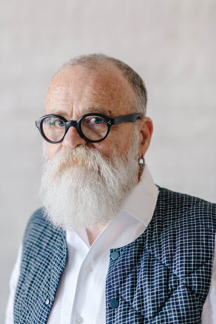 Interview with '에이에이 브로손'