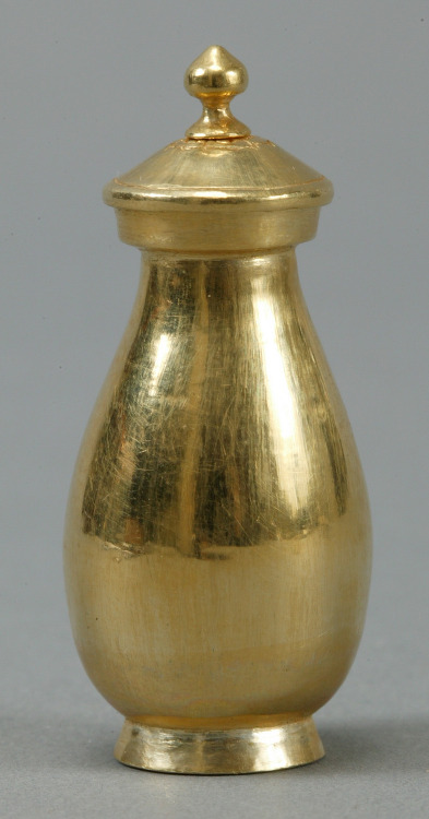 천년수가 담긴 요술 황금 사리병의 정체