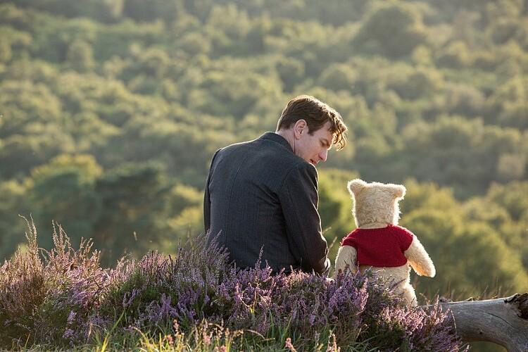 어른을 위한 영화 추천. 곰돌이 푸 다시 만나 행복해.
