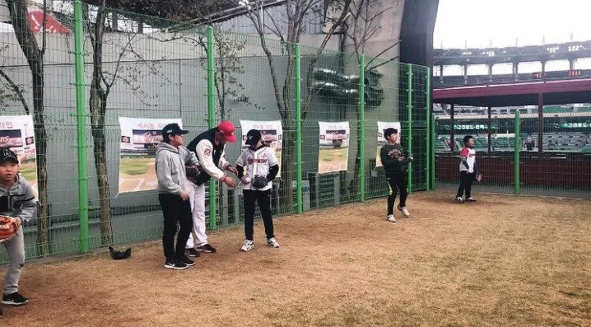 [공감(共感)W]'야구장 안의 야구장' 캐치볼존, 야구의 즐거움이 배가 되는 공간