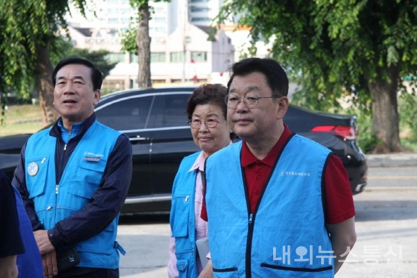 박성효, 선거패배 아픔딛고 연탄 봉사활동 참여..
