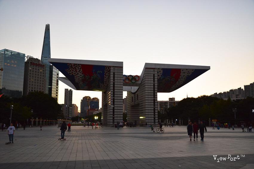 풍납동 올림픽 공원 세계평화의 문, 국기광장과 몽촌호수