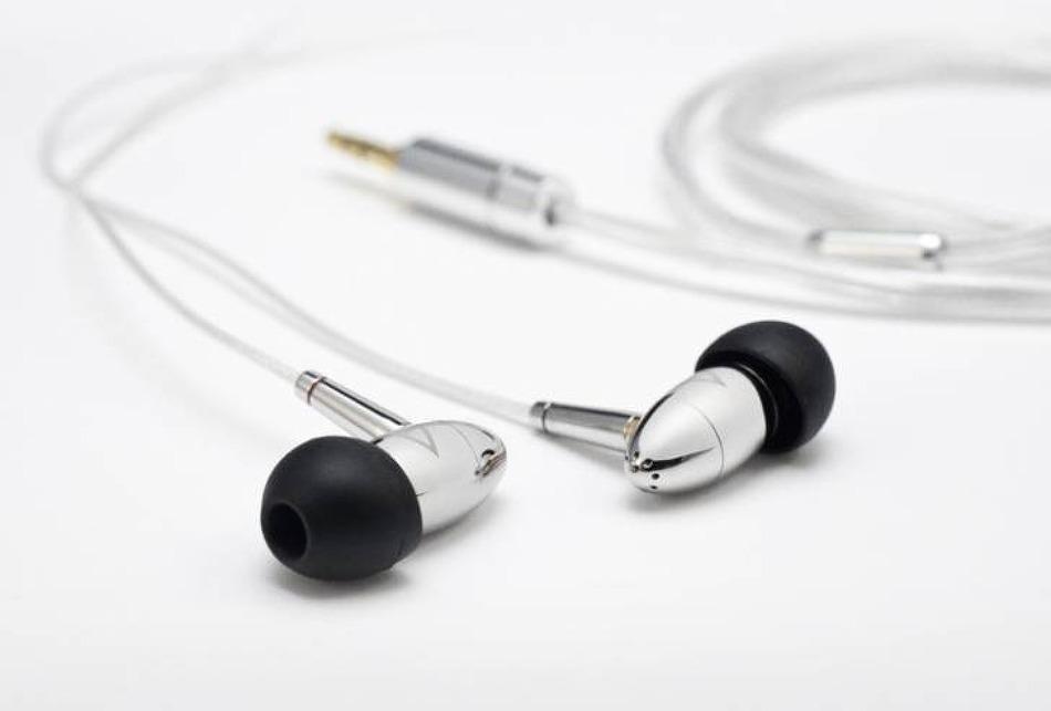 아이리버 초고가 이어폰 Astell&Kern AKR02 판매 시작..!