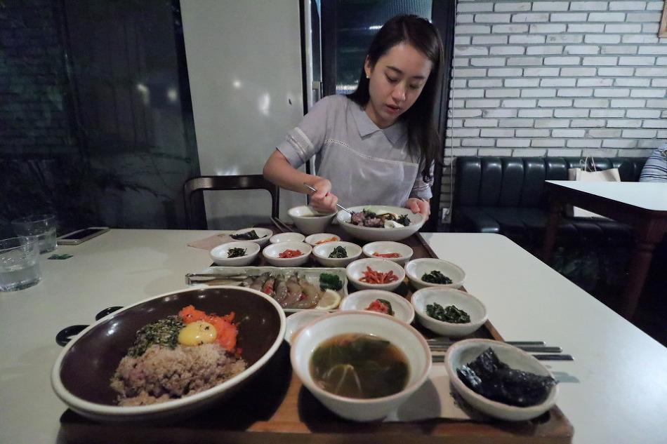 [강남역 한식 맛집]무월식탁 강남점 도전 (간장새우덮밥, 골동반, 연어)