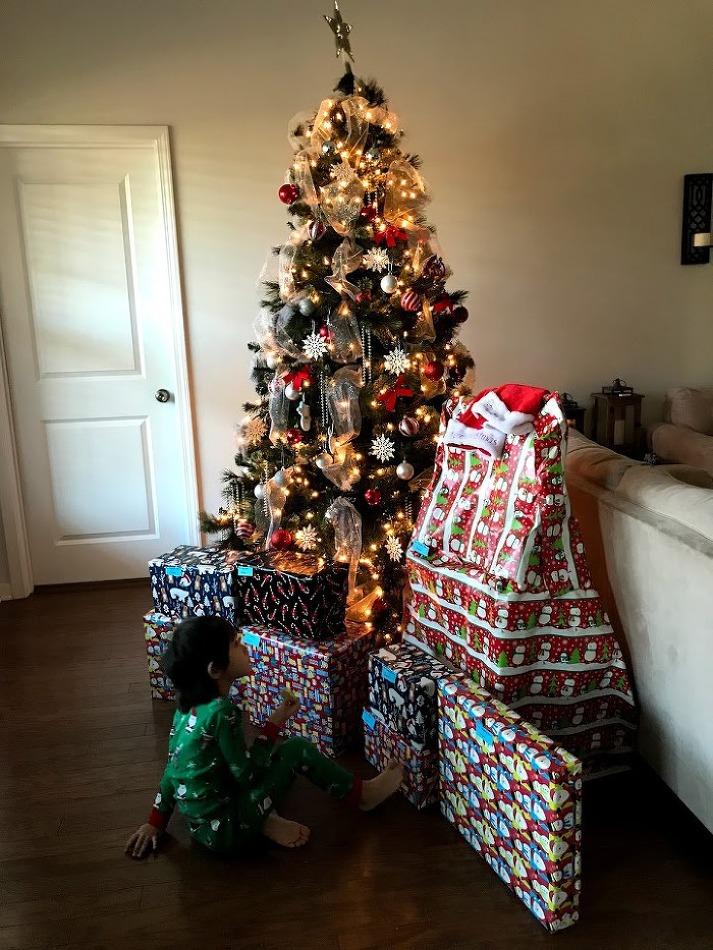 크리스마스 아침 선물 개봉하기( 라이언 월드 토이가 뭐길래)