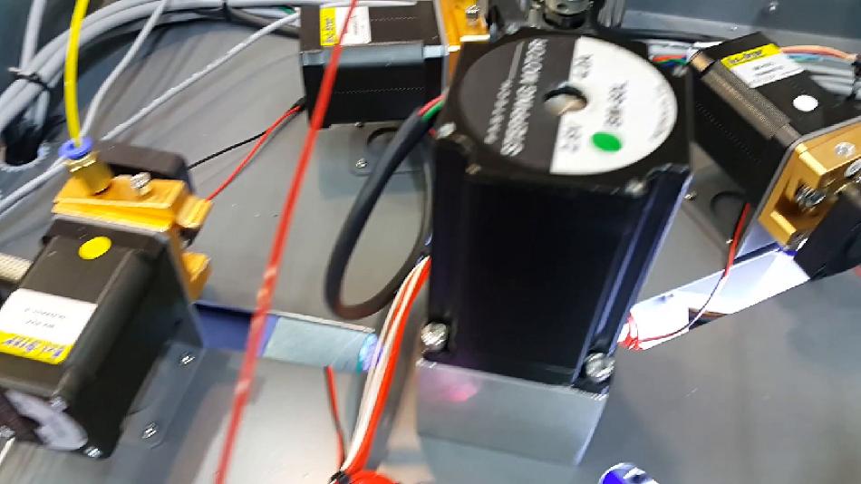 여러가지 색상의 필라멘트로 출력할 수 있는 3D프린터